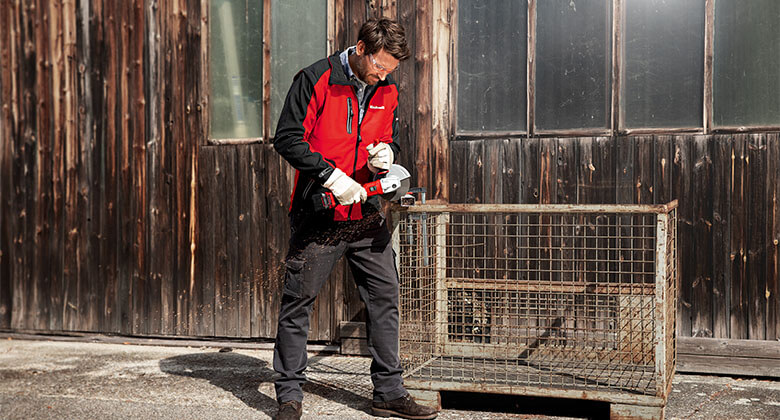 man holds Einhell angle grinder in his hands