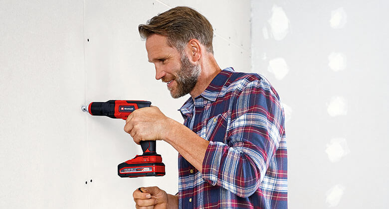 man uses cordless drywall screwdriver from Einhell