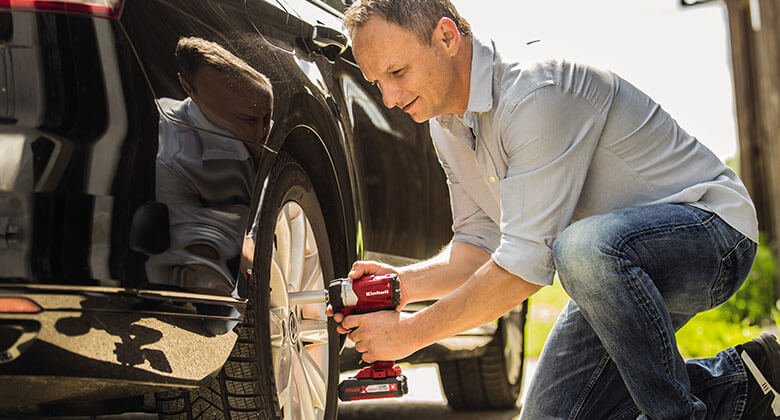 man uses cordless impact screwdriver from Einhell