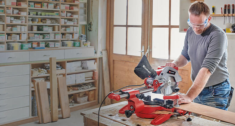 man uses pull-cut mitre saw from Einhell