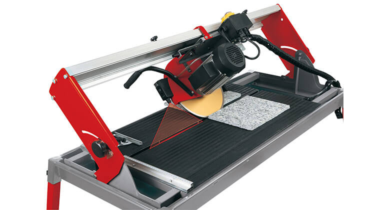 Mitre cuts with an Einhell tile cutter