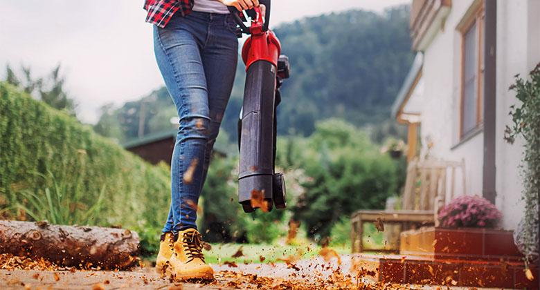 woman uses leaf vacuum from Einhell